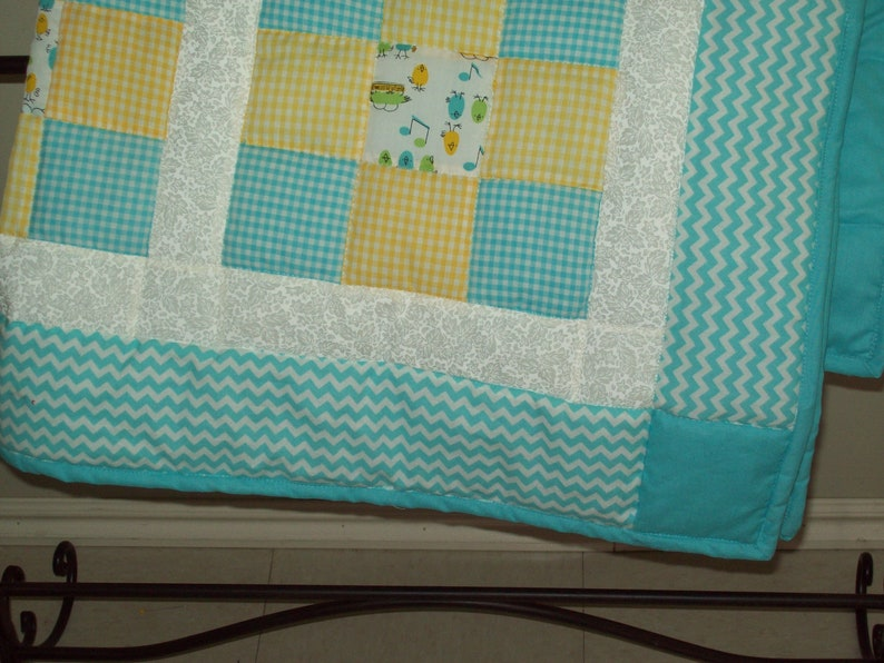 Little chicks white pieced crib quilt. turquoise