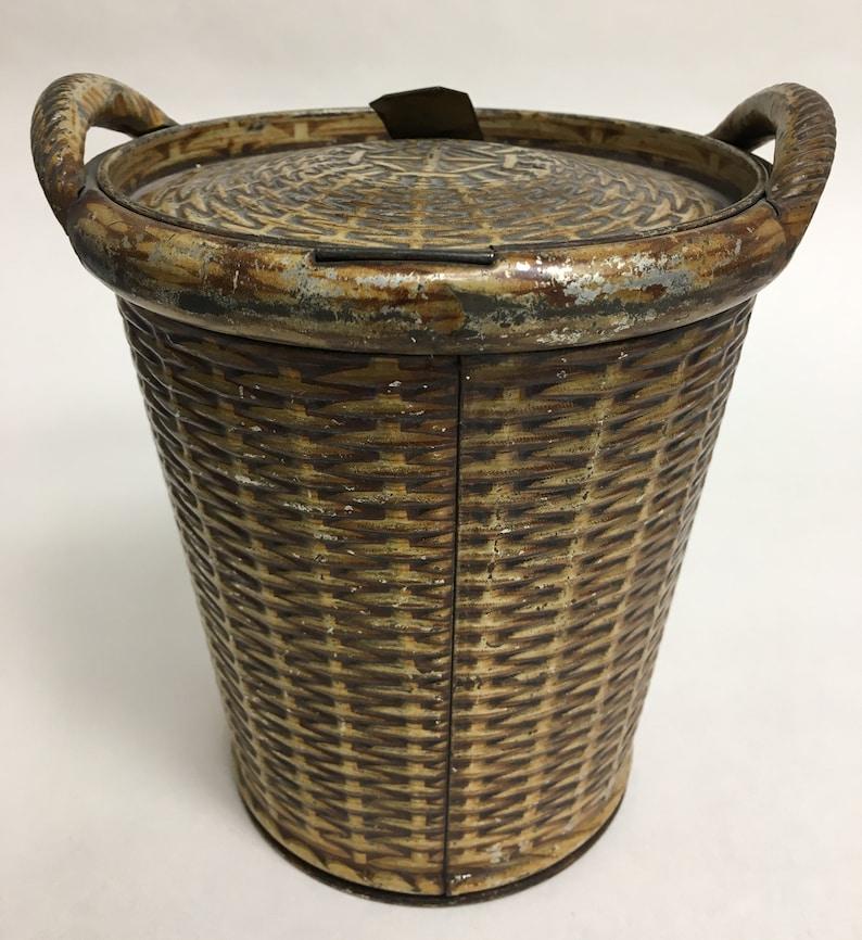 Antique Huntley /& Palmer biscuit tin