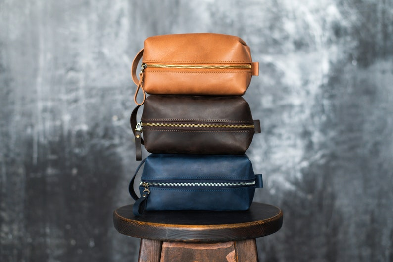 Personalized dopp kit  Leather toiletry bag Men toiletry bag Groomsmen gift Toiletry pouch Travel case Leather dopp kit Women toiletry bag
