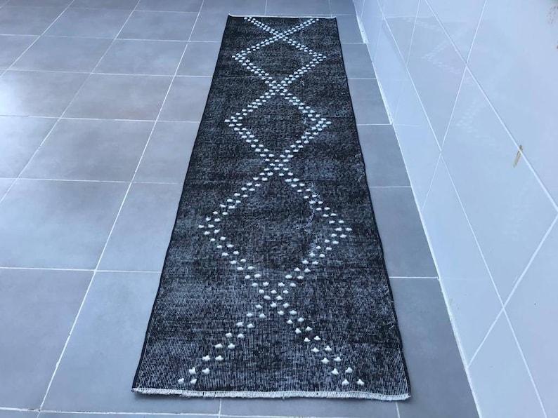 8/'5x2/'4fett,1970s rug,aztec rug,runner  black  rug,beige  rug,handwoven oriental carpet,moroccan rug,runner rug,old turkish rug,saloon rug