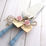 Rustic Chic Wedding Cake Server Knife Set Dusty Blue with Dusty Pink Flower Personalized Wood Hearts Bridal Shower Gift Wedding Gift