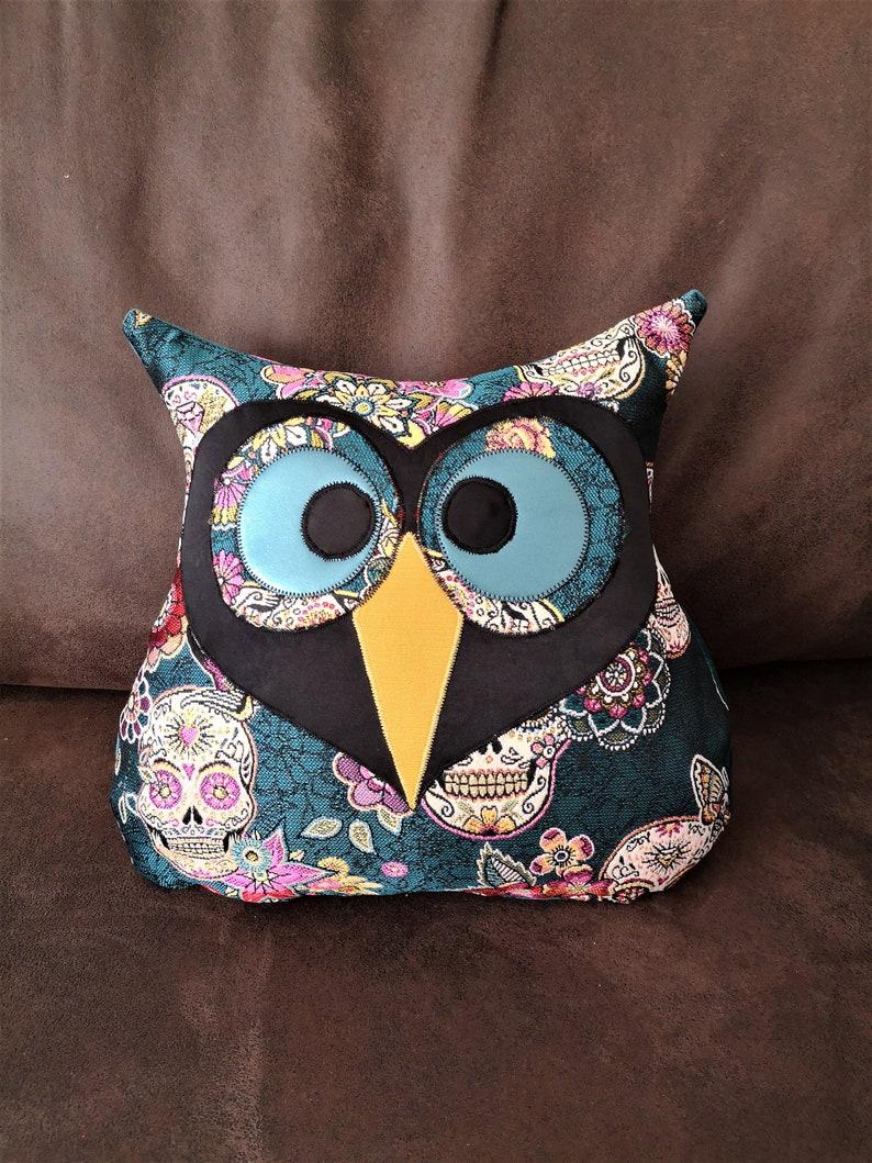 Decorative owlowl cushion blue duck jacquard velvet skulls