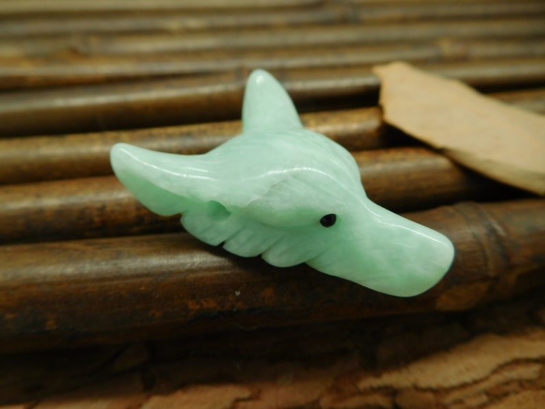 Green Onyx Jewellery Crystal Carving Wolf Stone Wolf Crystal B0601 Carved Wolf Pendants Wolf Necklace for Girl.Healing Crystals Jewelry