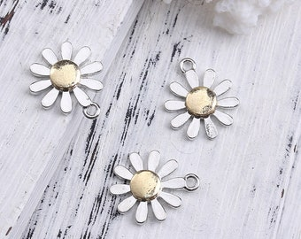 5 x Silver tone and gold plated daisy charms