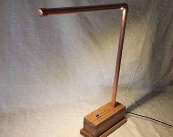 Unique, minimalist and industrial desk & table lamp in copper, black or red with oak wood base, LED lighting