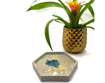 Concrete Crystal Tray • Apatite & Gold • Raw Crystals • Jewelry Ring Display • Geometric • Candle Cement Holder • Gift • Free Shipping