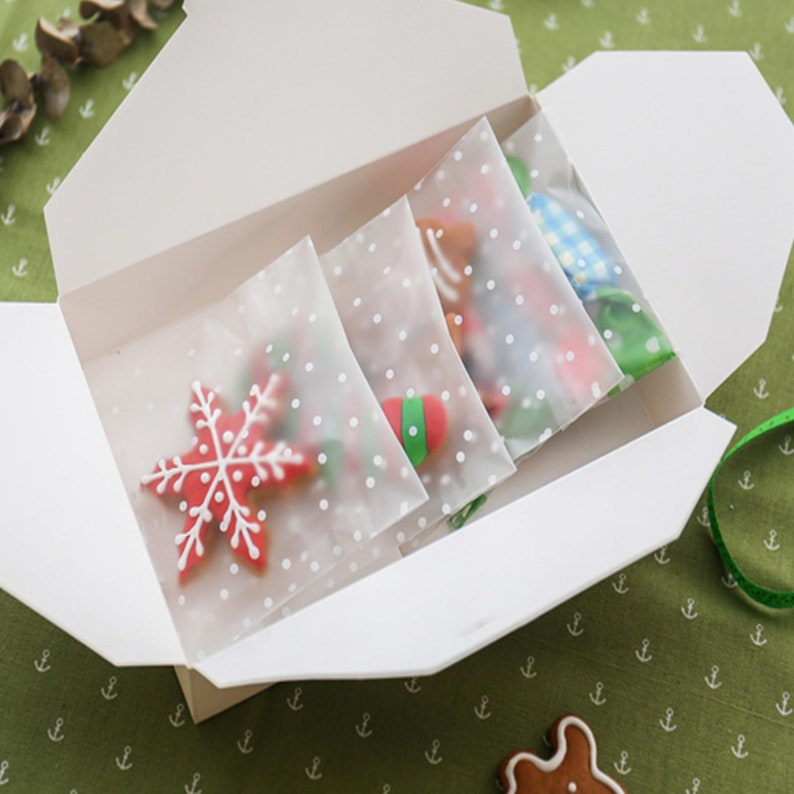 100pcs Cookie Wrapper Plastic Self Gift Bags White Dots Transparent OPP Cake Candy Birthday Wedding Party Gift Bags for Christmas 7*7+3cm
