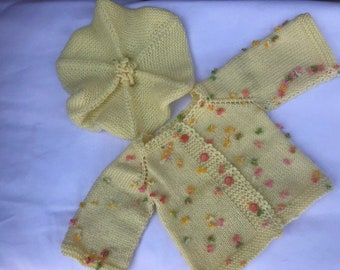 Yellow cute baby girl knitted vest with small flowers in different colors. Comes with yelow beret