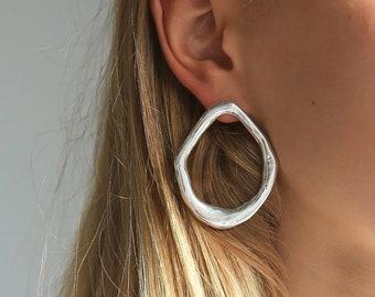 Organic Shapes, Boho Style; Minimal jewelry; minimal studss; circle earrings; polygon earrings; loop; statement earrings; gold raw;