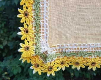 Cotton tablecloth, with Daisy Lace, 105 x 105 cm