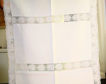 Linen placemat with Rose lace, 58 x 89 cm