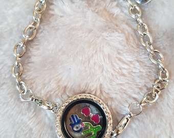 Memory bracelet with charms