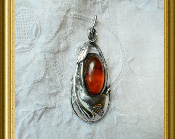 Beautiful silver pendant with amber