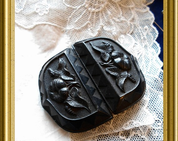Antique black mourning jewelry : buckle