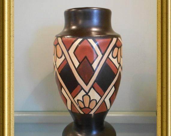Art deco art pottery vase : Céramique Montoise, Mons (Bergen), Belgium, decor Bruno