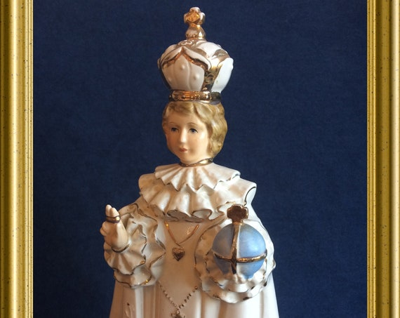 Beautiful vintage figurine : Child of Prague