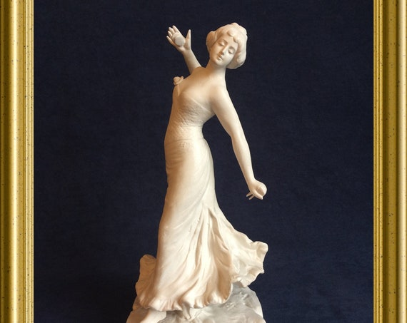 Gorgeous porcelain figurine: flamenco dancer