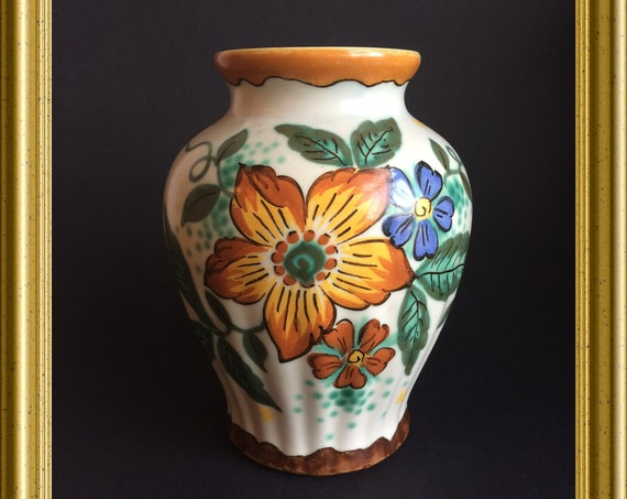 Vintage art pottery vase : PZH pottery Gouda, decoration Wally
