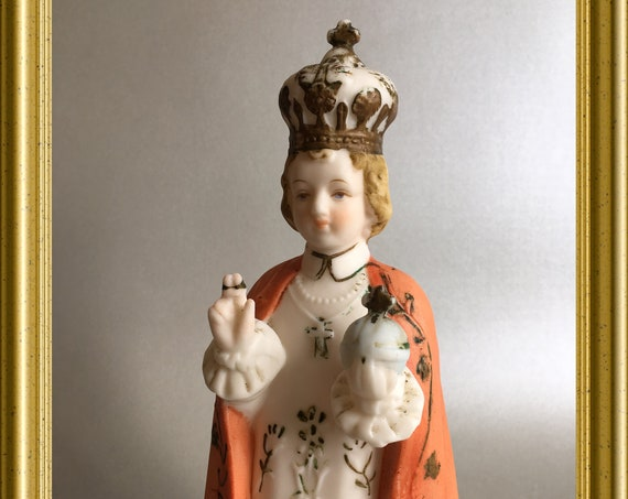 Beautiful vintage porcelain figurine : Child of Prague