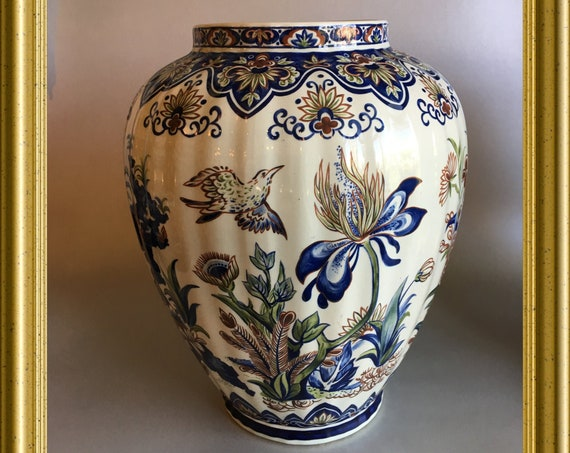 Boch vase: Vieux Rhodes, decor bird, flower, butterfly