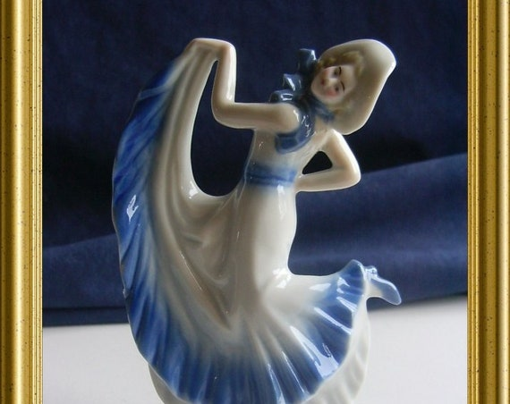 Lovely porcelain art deco figurine