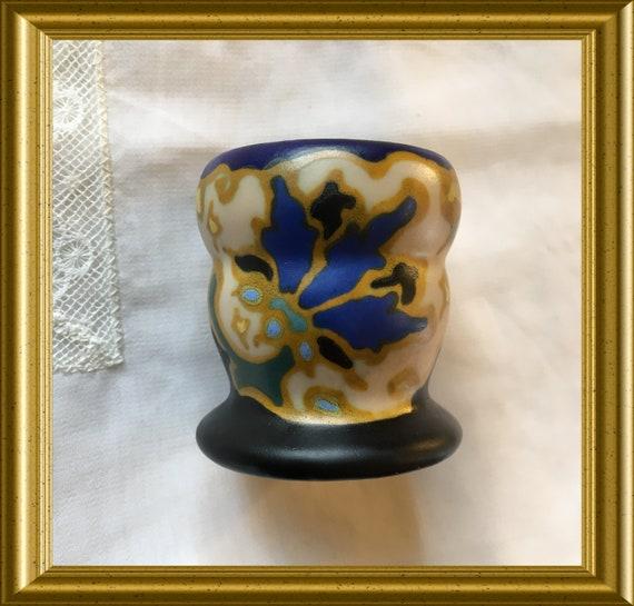 Vintage art pottery match holder with striker: Regina Gouda art pottery, decoration Majoli