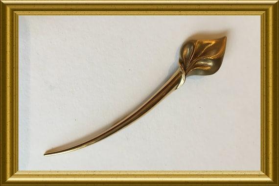 Vintage brooch: stylized flower