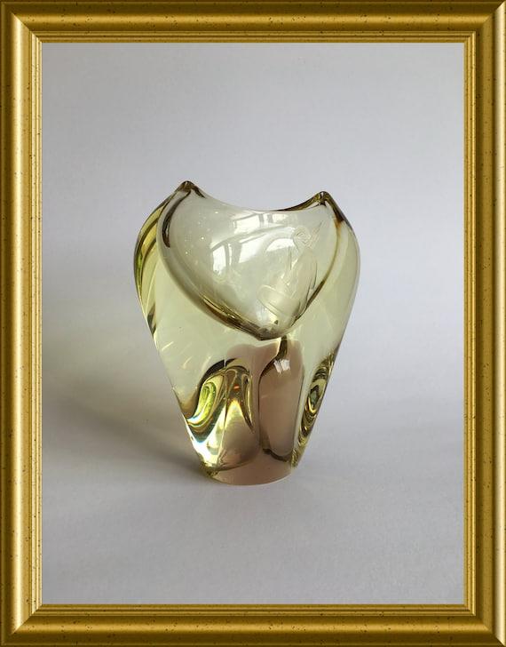 Gorgeous vase with etched woman: citrine and amber glass, Zelezny Brod Sklo, Czech, Miloslav Klinger