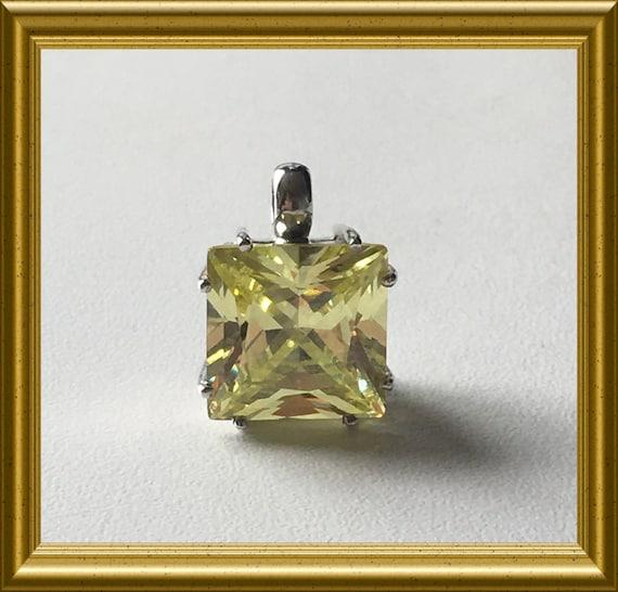 Beautiful silver pendant with yellow stone
