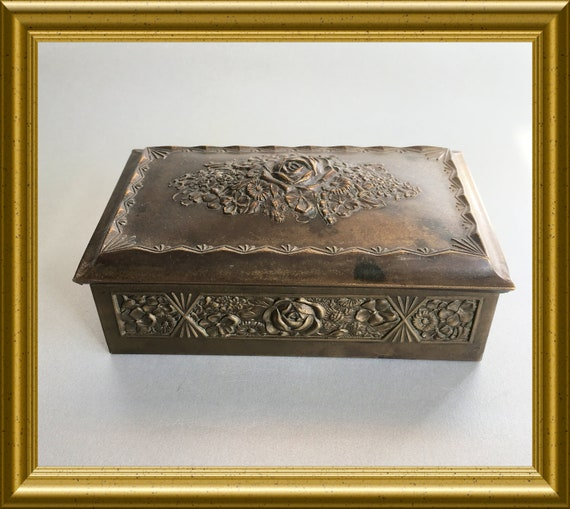 Antique box: flowers