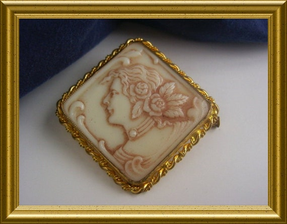 Vintage square glass cameo brooch