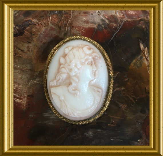 Vintage glass cameo brooch pin