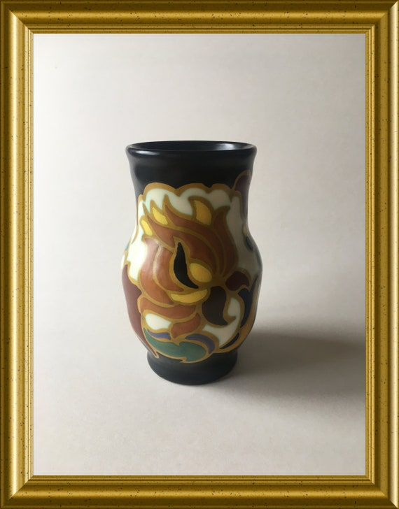 Small handpainted art pottery vase: Zenith, Gouda, decoration Ruby