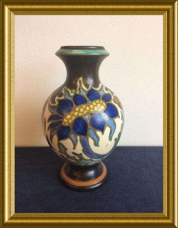 Lovely Gouda art pottery vase: PZH pottery Gouda, decor Sonna, 1926