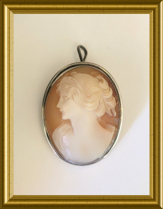 Antique shell cameo brooch/ pendant, portrait