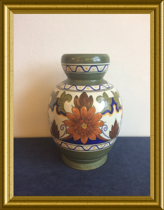 Art pottery vase: PZH Gouda pottery, decoration Orel