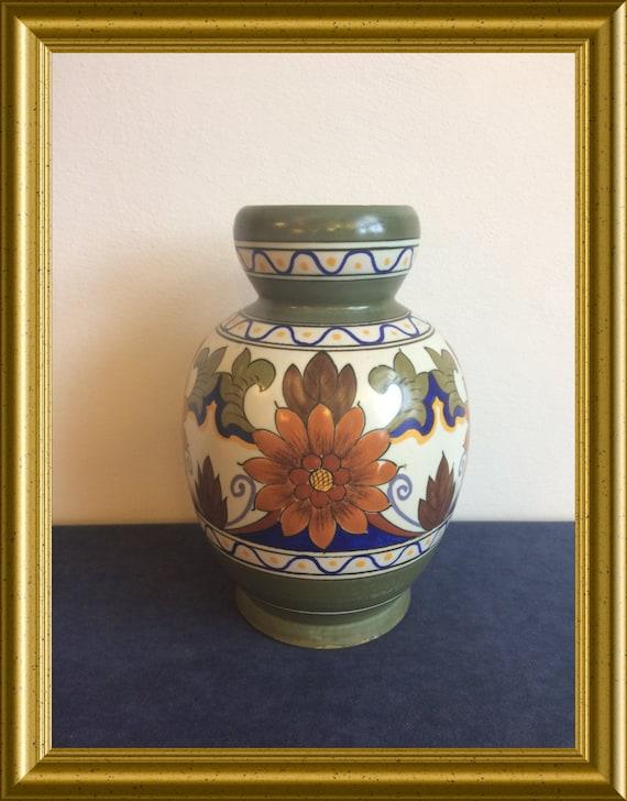 Art pottery vase: PZH Gouda pottery, decoration Orel