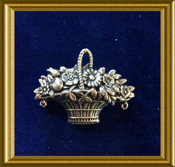 Vintage brooch: flower basket