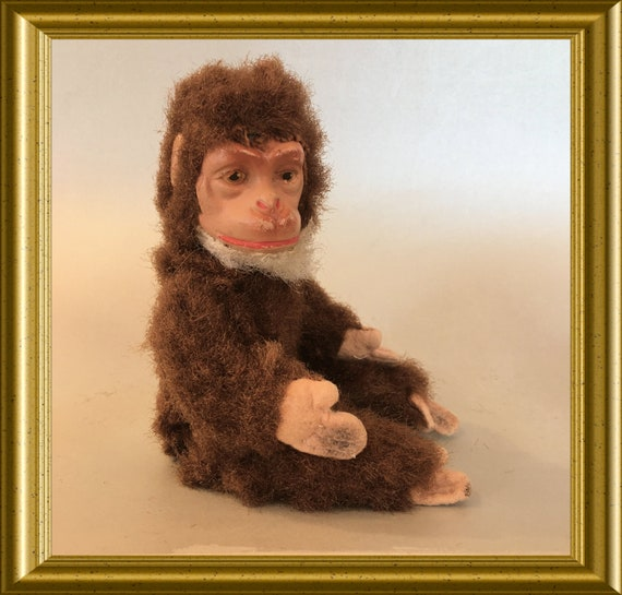 Antique small monkey, wire frame