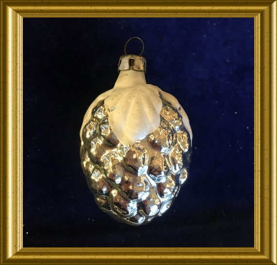 Vintage glass christmas ornament: silver with white