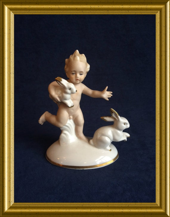 Lovely porcelain figurine: Schaubach, cherub with rabbits