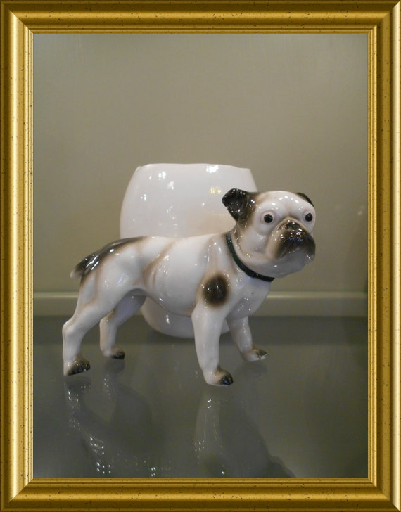 Vintage porcelain figurine : dog with little pot