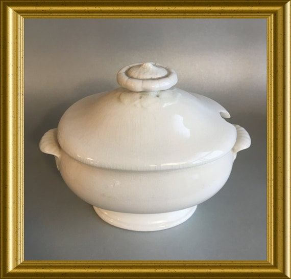 Antique small Wedgwood sauce tureen