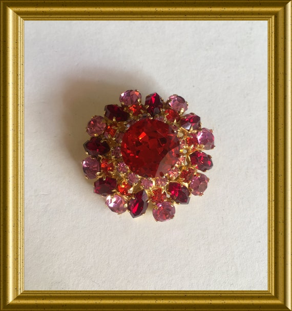 Vintage red/ pink brooch: costume jewelry