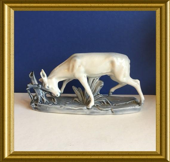 Art deco porcelain figurine : deer