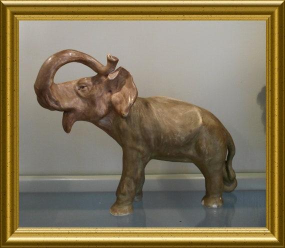 Gorgeous vintage porcelain figurine : elephant
