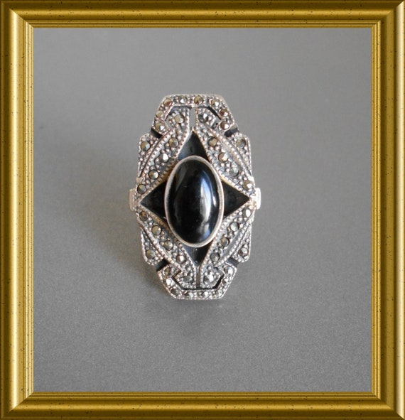 Beautiful large silver ring: black with marcasite