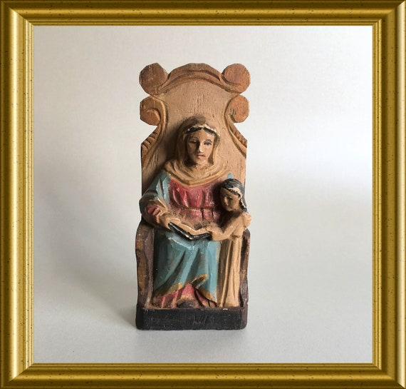 Vintage small wooden figurine : Anna with Mary