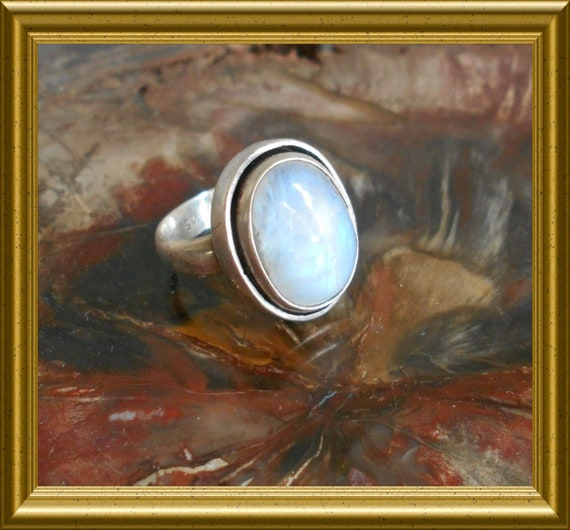 Beautiful silver ring with moonstone