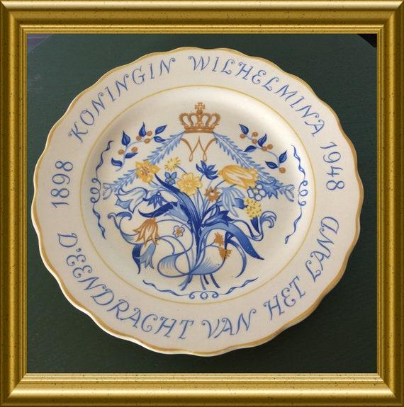 Vintage art pottery plate, dutch royalty: queen Wilhelmina 1898-1948, PZH Gouda